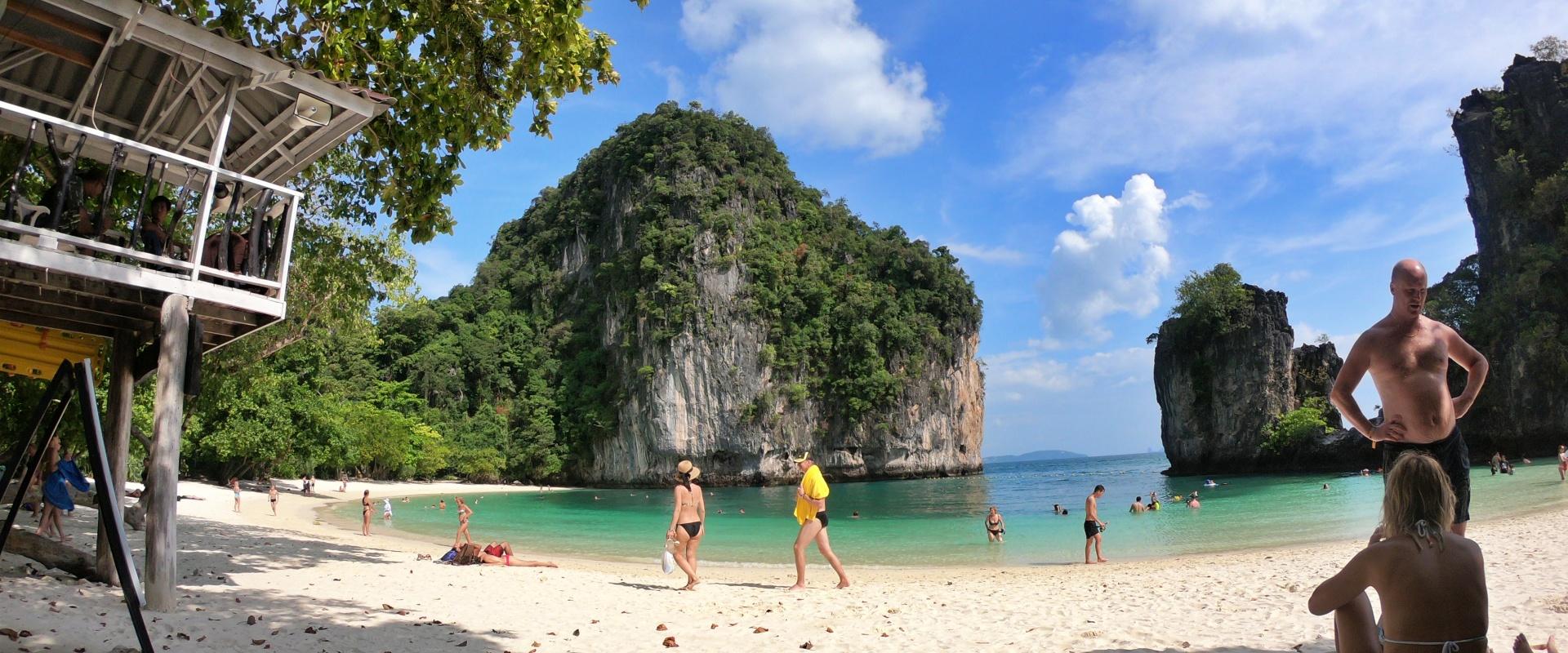 หาดเกาะห้อง นักท่องเที่ยว